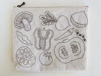 お野菜刺繍のポーチの画像