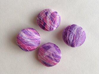 絹手染くるみボタン4個(波・ピンク紫)の画像