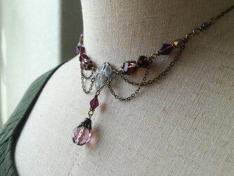 紫ビーズのレースデザインチェーンネックレスの画像