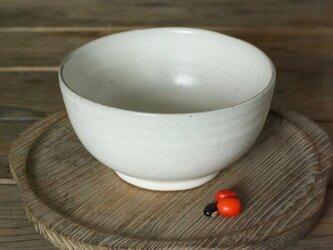 白い陶器のどんぶりの画像