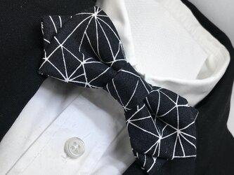 幾何学柄モノトーン蝶ネクタイ ブラック/蝶タイ/ボウタイの画像
