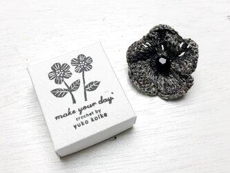 anemone brooch - charcoal -の画像