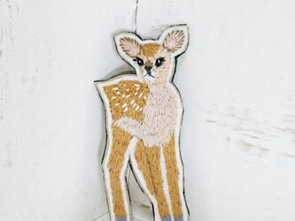 小鹿ちゃん*刺繍ブローチの画像