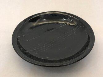 白黒白線文黒釉皿の画像