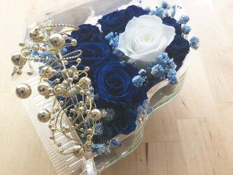 【プリザーブドフラワー/グランドピアノシリーズ】青い薔薇の神秘的な祝福【リボンラッピング付き送料無料】の画像