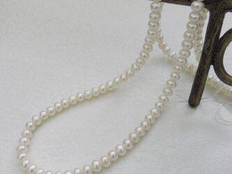 淡水真珠ボタン連材(4×5mm珠)C-01Tの画像