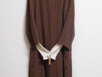 リネンウールの8分袖バルーンワンピース 茶色の画像