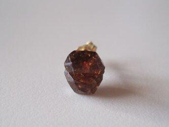 ジルコンの原石ピアス/Madagascar 片耳 14kgfの画像