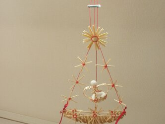 麦藁細工のオーナメント 王冠を囲む花飾りの画像