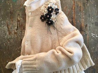 黒しろマーガレット。。。suMire-bouquet 布花コサージュの画像