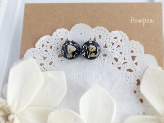 18p086・白いかすみ草の丸い1粒ピアス☆ネイビー ホムポムの画像