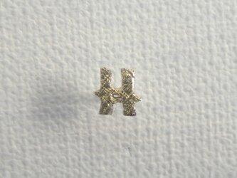 d-NH  -colore-  ピンバッチ・タイタック 「H」  #7811H [ SV925 × K18金箔 ]の画像