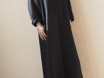厚手リネンのワンピース ブラックの画像