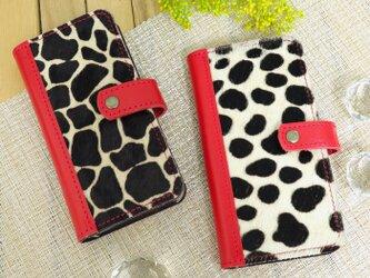 iPhone8プラス/7プラス/6プラス 毛付き革 手帳型スマホケース 本革(ハラコ・ジラフ&ダルメシアン)レッドの画像