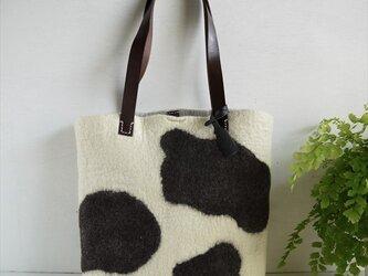 牛柄のフェルトショルダートートバッグ*受注製作*の画像
