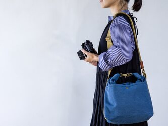 ロールショルダーカメラバック(ブルー)[受注生産]の画像