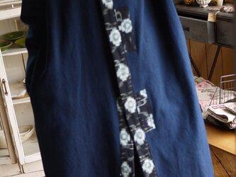 藍染ドビー織りと絣からノーカラーコートの画像