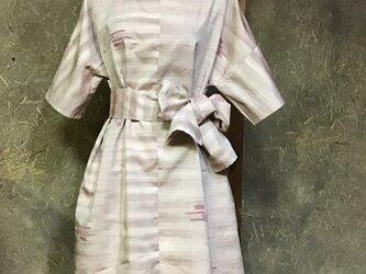 桜貝色の紬のワンピースの画像