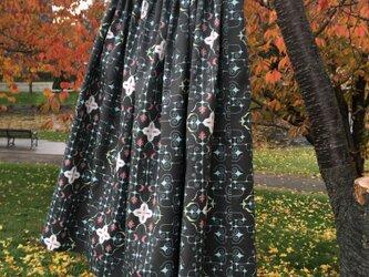 【受注製作】アイヌ チヂリ柄 コットン ギャザースカート ブラック オリジナルテキスタイルの画像