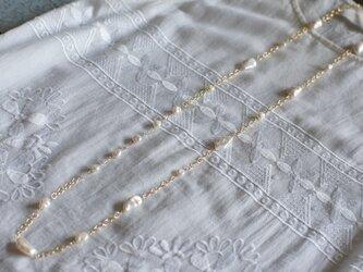 大粒淡水真珠のロングネックレス(金鎖)の画像