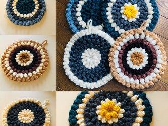 パプコーン編みのポットマットの画像