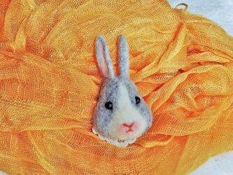 ウサギのブローチの画像