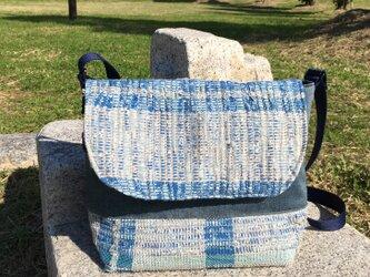 メッセンジャーバッグ(大)ブルーグレーの裂織りの画像
