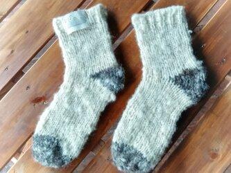 飛騨高山で生まれた手紡ぎ糸の防寒手編み靴下 ツートンの画像