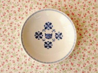 うららかな小皿(猫と花蝶)の画像
