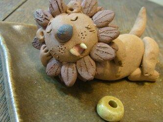 寝ているライオン♪ 百獣の王 ライオン サバンナ お香立て アロマ 陶器の画像