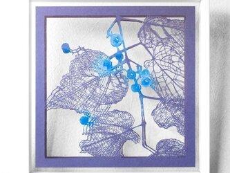 切り絵 野葡萄 二枚重ね額縁 透明背景 日本画顔料 深紫の色渋紙の画像