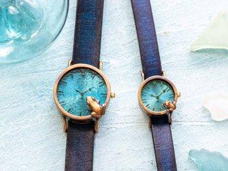 池をのぞく腕時計渋青緑MとSの画像