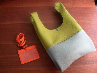 シュリンクレザーのお散歩バッグ..黄緑×薄水色の画像