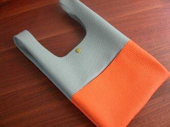 シュリンクレザーのお散歩バッグ..薄水色×オレンジの画像