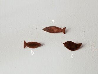 小さい銅のブローチ(銅/焦がし)の画像