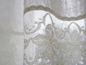WガーゼとRetroスカラップレースのカフェカーテンの画像