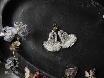 耳飾り【鈴の花】_ライトグレーの画像