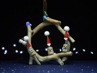 赤鼻・青鼻・黄鼻小枝ちゃん流木クリスマスリースの画像