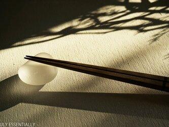 4個セット ● 艶消しガラスの箸置き -「 KAZEの肌 」#2・無色の画像