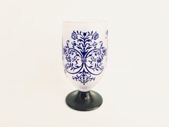 ヴィクトリア模様のワイングラスの画像