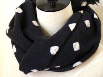 しらゆき(黒)*帽子絞りの日本製ウール100%ストールの画像