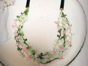 小花のネックレス&チョーカー&ヘアアクセサリーの画像
