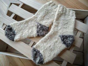 飛騨高山で生まれた手紡ぎ糸の防寒手編み靴下 ツートンゆったりの画像