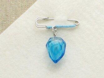 カットガラスのピンブローチー青の画像