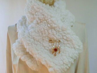 (ブローチ付き)リバーシブル・ネックウオーマー・ふんわり暖かなボア・ニット・和柄の画像