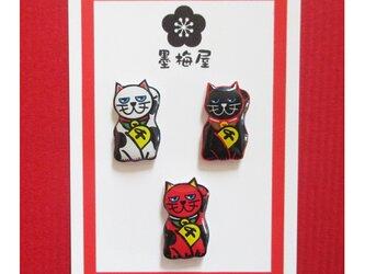 招き猫樹脂ピアス3個セットの画像