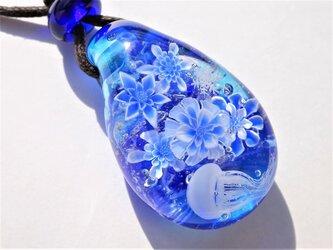 《冬のクラゲ~氷華》 ペンダント ガラス とんぼ玉 雪の結晶 冬 クラゲ クリスマス の画像