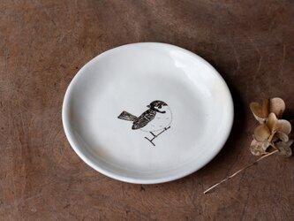 粉引丸皿(佇むスズメ)【クリックポスト198円可】の画像