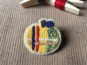 タータンチェックのブローチ(黄色)の画像