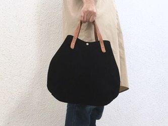 牛床ベロアと極厚オイルヌメの丸型トートバッグ S-size【ブラック】の画像
